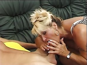 German hairy mature is horny she fucks and squirt