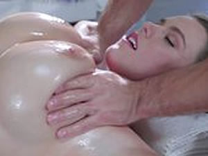 Horny masseur fucks brunette girl in the cunt and mouth