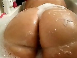 dates25com Bbw pawg bubble bath teaser